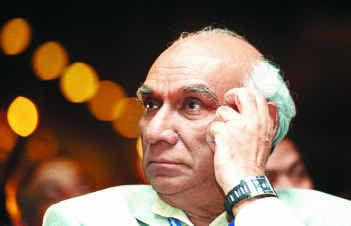 yash chopra Veteran Bollywood filmmaker Yash Chopra passes away   